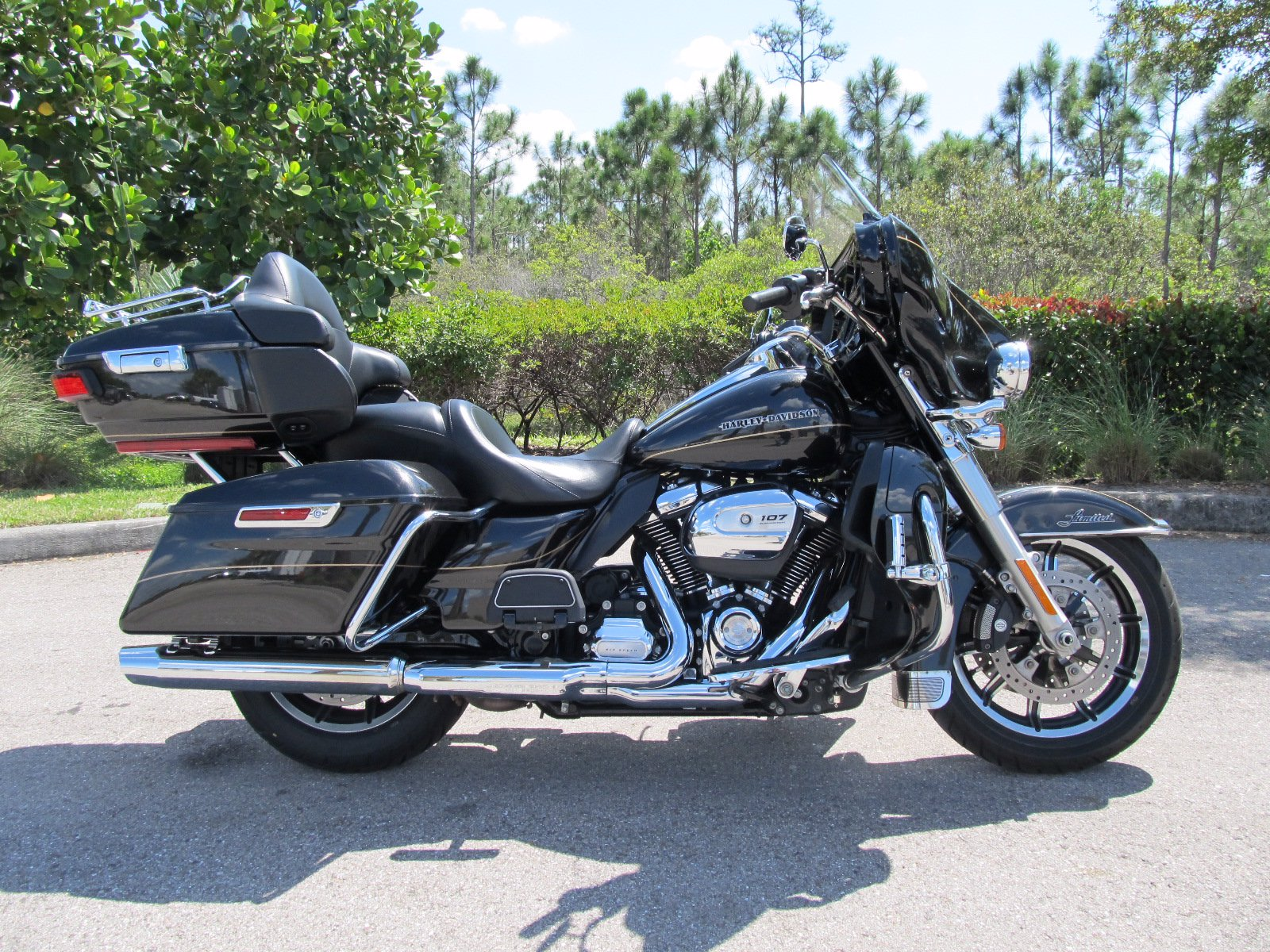 Pre-Owned 2017 Harley-Davidson Ultra Limited FLHTK