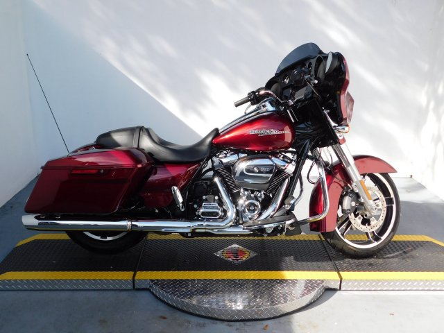 Pre-Owned 2017 Harley-Davidson Street Glide Special FLHXS