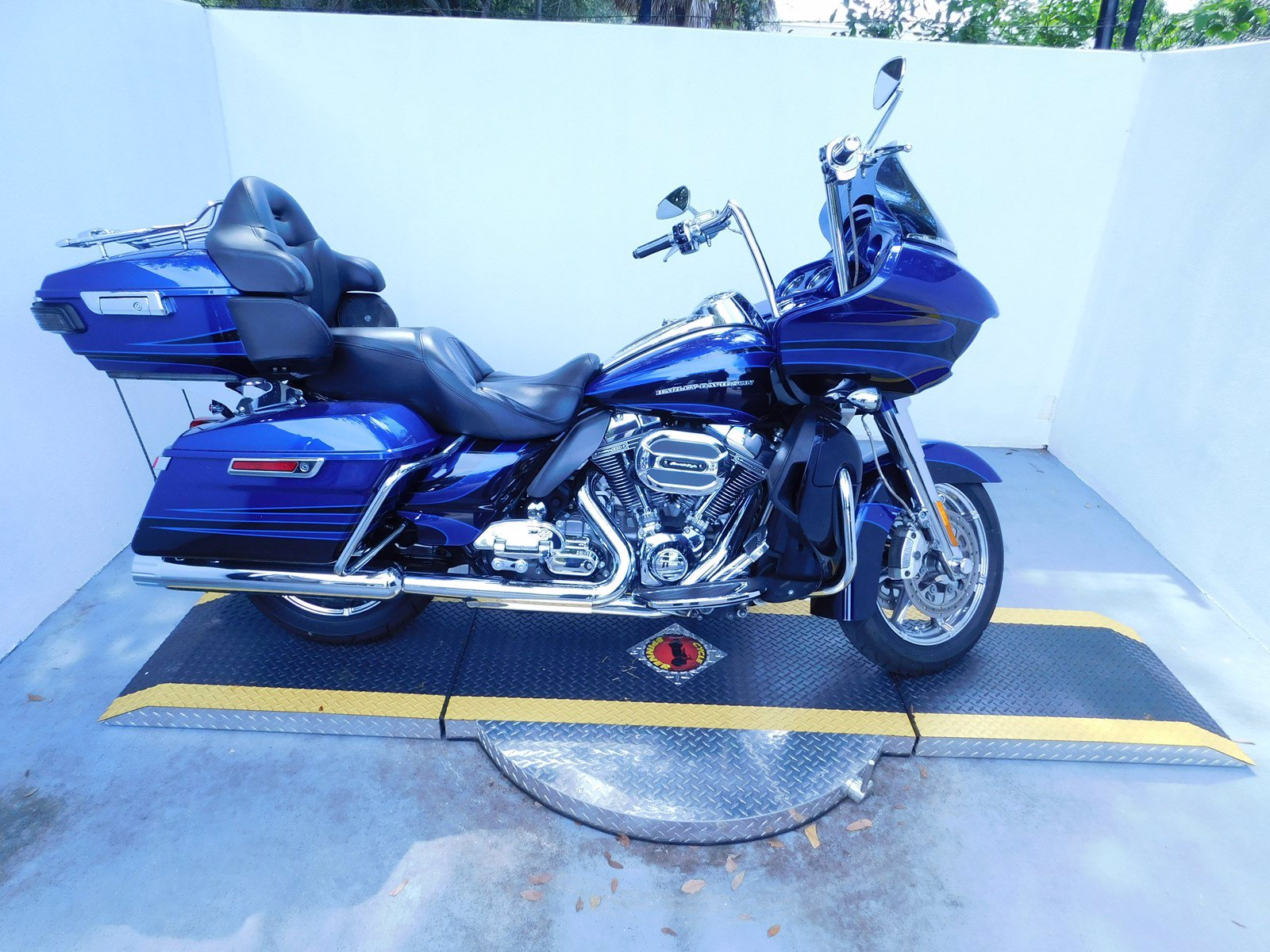 Pre-Owned 2015 Harley-Davidson Road Glide Ultra CVO FLTRUSE